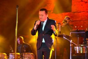 Yuri Buenaventura en concert au Théâtre antique d'Orange (Vaucluse) ce dimanche 4 juin 2017.